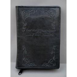 ŚREDNIA BIBLIA twarda oprawa napis i wzorek czarna ANG