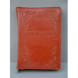 ŚREDNIA BIBLIA twarda oprawa napis i wzorek miodowy brąz ANG